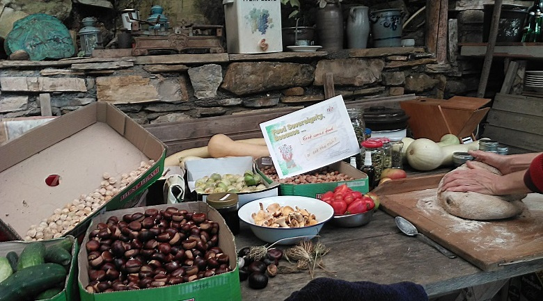 We are a rusty couple, living and working in the west-ligurian pre-alpine hinterland as artisanal food producers on our own agroeco-farming ground 800m up the M.Ceppo-hangside. Our 16October says: First comes food or eat the rich!